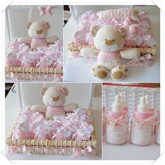 Enfeite para porta de maternidade e mini mamadeiras com balinhas de menta . Modelo exclusivo Dellicatess for Babies. Cópia não autorizada....