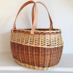 buff_and_white_willow_handbag_basket-underfoot_basefrench_rand_and_zigzag_side_weaveleather_handles_2015.jpg (531×531)