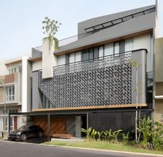 Image 1 of 21 from gallery of HM House / Axial Studio. Photograph by MWP (Mario Wibowo) Bungalow House Design, House Front Design, Modern Exterior House Designs, Exterior Design, Facade Architecture, Residential Architecture, Balcony Design, House Elevation, Facade Design