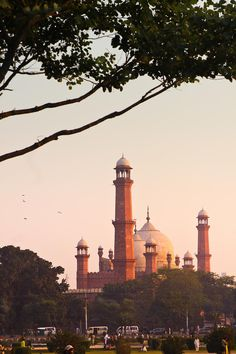Famous & historical Badshahi Mosque of Lahore, Pakistan Pakistan Art, Pakistan Travel, Lahore Pakistan, Beautiful Mosques, Beautiful Places, Pakistan Wallpaper, Pakistan Pictures, Places To Travel, Places To Visit
