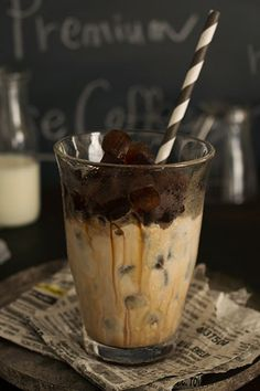 a fabulous idea. Coffee ice cubes in iced cappuccino. Coffee Cafe, Iced Coffee, Coffee Drinks, Coffee Barista, Coffee Shops, Coffee Lovers, Iced Cappuccino, Iced Mocha, Chocolates