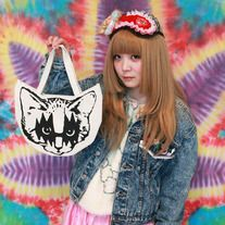 Unique bag with Metal kitten printed in black!! Sizing: 23 x 29 cm