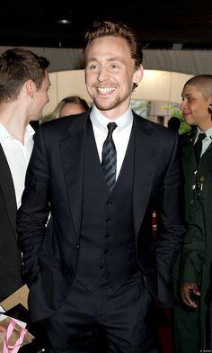 Tom Hiddleston wow he wears suits well :)