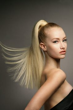 STYLING model hair ≈ :: Sleek Pony