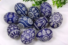 ✨ 💕 ✨ 💕 ✨ 💕 Easter eggs in different Designs - suggestions for wax Bossi technique of wax batik technique, scratch art, and tztechnik - nest is a colorful, creative Easter! Happy Easter, Easter Bunny, Easter Eggs, Easter Egg Designs, Easter Activities, Egg Art, Egg Decorating, Easter Baskets, Easter Crafts