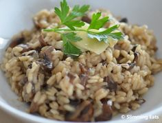 Slimming Eats Mushroom Risotto - gluten free, vegetarian, Slimming World and Weight Watchers friendly Healthy Low Calorie Meals, Healthy Eating Recipes, Veggie Recipes, Diet Recipes, Cooking Recipes, Recipies, Slimming World Dinners, Slimming Eats, Slimming World Recipes