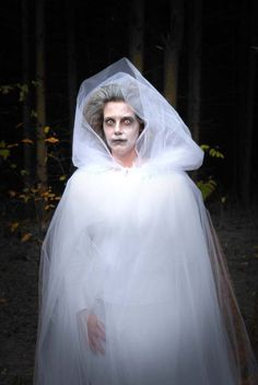 this is kind of what I envisioned La Llorona to look like... but I won't go any further than that. in fact, I've said too much.....she's probably on her way now to get me! aaahhhhhhh!