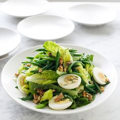Salade de haricots verts aux oeufs durs et aux noix