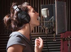 Chloé croyait connaitre son potentiel. La découverte de sa voix mixte va lui montrer qu'elle n'en avait aucune idée…  La Voix Mixte, ou « Comment gagner 3 tons vers le haut sans passer en Voix de Tête !!! » Voix Mixte : La Rencontre… Et 3 Tons De Plus :http://apprendre-a-chanter-et-oser.com/voix-mixte-la-rencontre-et-3-tons-de-plus/