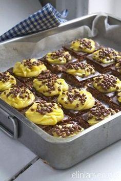 Daimkake med gulkrem i langpanne - Elin Larsen Dessert Drinks, Dessert Bars, Yummy Drinks, Yummy Food, No Bake Snacks, No Bake Desserts, Cheesecakes, Norwegian Food, Norwegian Recipes