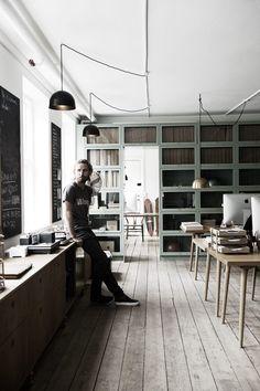 Keltainen talo rannalla: Puupintoja kolmella tavalla Scandinavian Interior Design, Scandinavian Home, Nordic Design, Home Studio, Rustic Interiors, Office Interiors, White Interiors, Interior Architecture, Interior And Exterior