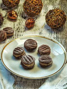 Cukroví s krémem jeu nás velice oblíbené a mizí opravdu rychle, občas musím trochu i tajně schovat aby zbylo něco málo na samotné svátky. A toto cukroví mám i Cookies, Chocolate, Desserts, Blog, Crack Crackers, Tailgate Desserts, Deserts, Chocolates, Cookie Recipes
