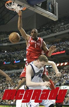 Tracy McGrady over Shawn Bradley Houston Basketball, Rockets Basketball, Basketball Posters, Basketball Art, Basketball Pictures, Basketball Legends, Sports Pictures, College Basketball, Basketball Scoreboard