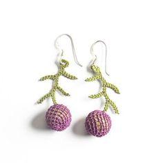 Oya-Ohrringe Wacholder pflaume (Nadelspitze) Punch Needle, Crochet Earrings, Etsy, Drop Earrings, Jewelry, Made By Hands, Stuff Stuff, To Sell, Accessories