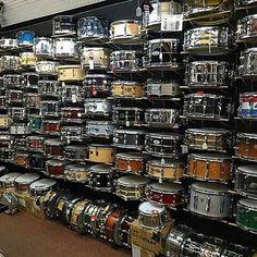 Ê lá em casa uma parede dessas... #baterinsta #bateria#batera  #theworldofdrums#drum#drums #baterista #bateristamoderno #drumfan#drumkit#drrumgline #drummer#drummers#drumming #drummerboy#drumsdrumsdrums #instalike#instadrums#instadrummer #instadrummers#instadrum#drumporn #drumlife  @Regrann from @drumsdaily -  Only one snare ?? I think not !!   By @stevesdrumshop   #drumsdaily #drumset #drumming #drummer #Regrann by bateristamoderno