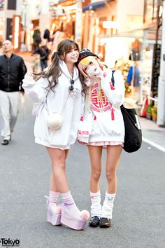 super cute friends ... Akae (left, 18 years old) & Jyuria (right, 19 years…