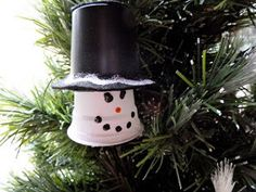 Upcycled Plastic Cup Snowman Ornament | Don't throw out those k cups! Instead, make this awesome snowman ornament!
