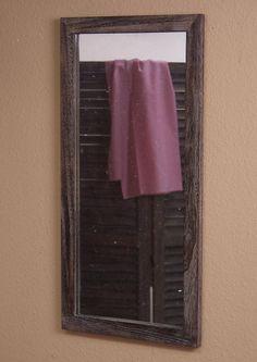 Spiegel im charmanten Landhausstil! Aus massivem Laubbaumholz, FSC®-zertifiziert. Braun oder weiß gewischt. Dieses Holz überzeugt durch ein sehr geringes Gewicht und eine hohe Festigkeit. Oberfläche aufwendig antik gewischt, mit herausgearbeiteter Holzmaserung.  Maße Spiegelfläche (B/H): 32/72 cm.  Außenmaße (B/T/H): 40/3/80 cm.  Alle Maße sind ca.-Maße. Zur Wandmontage. Wird aufgebaut geliefer...