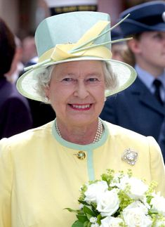 The Queen looking nicely balanced in True Summer pastel yellow and mint.