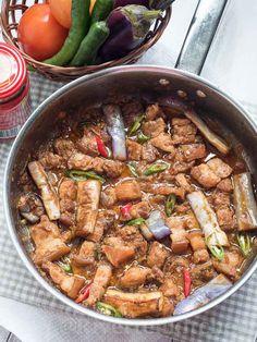 Misua Soup with Sesame Pork Meatballs - Riverten Kitchen Filipino Dishes, Filipino Desserts, Filipino Recipes, Filipino Food, Pork Liempo Recipe, Ensaymada, Milk And Vinegar, Pinoy Food