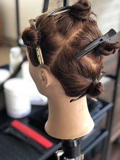 Brunette Balayage Step-By-Step - Keune EducationKeune Education Balayage Brunette, Hair Color Balayage, Ombre Hair, Balayage Hair Tutorial, Balayage Technique, Balyage Long Hair, Hair Foils, Hair Color Formulas, Hair Color Techniques