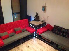 Sofas y mesita home cinema hechos de palets | Muebles De Palets