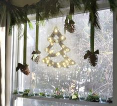 Ünnepi ablakdíszek Belgian Beer, Christmas Bulbs, Holiday Decor, Home Decor, Decoration Home, Christmas Light Bulbs, Room Decor, Home Interior Design, Home Decoration