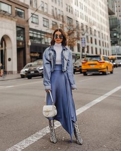 New York Fashion 645351821583746364 - ilk skirt & oversized denim jacket, because it felt like spring in NY today (perfect weather to get all of my fittings done)✌🏼(Photo Source by Street Style Outfits, Look Street Style, Street Style Trends, Mode Outfits, Fashion Outfits, Womens Fashion, New York Fashion Week Street Style, Hijab Street Styles, Street Chic