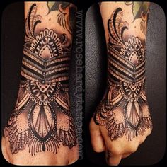 Intricate hand tattoo by Rose Hardy Henna Tattoo Hand, I Tattoo, Tattoo Pulso, Black And Grey Rose Tattoo, Rose Hardy, Wrist Tattoos For Women, Tattoo Bracelet, Dragonfly Tattoo, Flower Tattoo Designs