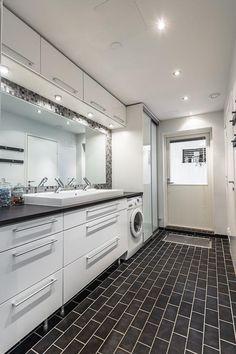 Kodinhoitohuone ihanan isolla peilillä!