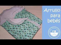 Una forma ingeniosa de no perder el chupete de vista, el babero portachupetes. Combina telas de algodón suaves y cose más de uno. Sewing Projects, Youtube, Outfits, Baby Shower, Babies, Videos, Sewing Ideas, Scrappy Quilts, Craft