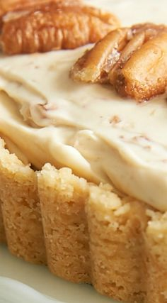 Butter Pecan Cheesecake ~ The flavor of this cheesecake is remarkably reminiscent of butter pecan ice cream No Bake Desserts, Just Desserts, Dessert Recipes, Pavlova, Coconut Dessert, Gateaux Cake, Cheesecake Recipes, Butter Pecan Cheesecake Recipe, Churro Cheesecake