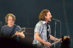 Stone Gossard & Ed Vedder - Pearl Jam Lollapalooza Chile 2013 Pearl Jam, Woodstock, Punk Rock, Festival Lollapalooza, Ed Vedder, Rap, Gossard, Best Fan, Musical