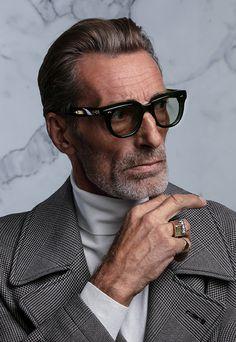Cheap Sunglasses, Sunglasses Online, Lunette Style, Fashion Eye Glasses, Men Sunglasses Fashion, Foto Portrait, Mens Gold Bracelets, Men Eyeglasses, Jordan