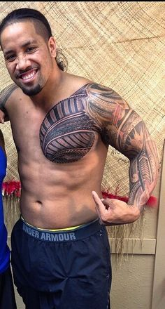 His new tattoo is sexy even though he copied his cousin Wwe Superstar Roman Reigns, Wwe Roman Reigns, Wrestling Superstars, Wrestling Wwe, Usos Wwe, Roman Reigns Family, Kobe Bryant Michael Jordan, Polynesian Men, Cute Black Guys