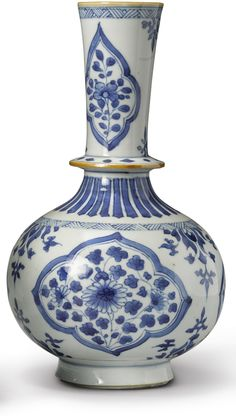 BLUE AND WHITE BOTTLE VASE FOR THE INDIAN MARKET, QING DYNASTY, KANGXI PERIOD