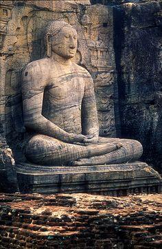 Buddha, Sri Lanka. © Inaki Caperochipi