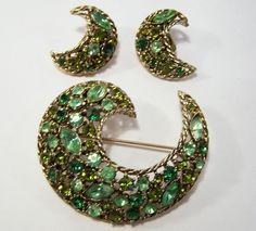 Vintage Weiss Green Rhinestone Jewelry Set Pin Clip On Earrings Gold Tone 415DG #Weiss
