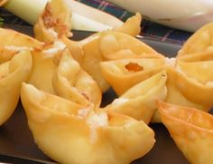 OMG! Baked Crab Rangoon... 1/8 tsp garlic salt, 1/8 tsp Worcestershire sauce, 14 won ton wrappers, 1 small green onion, 4 oz imitation crab, 3 oz cream cheese... Bake at 425 °F for 8-10 minutes or until golden brown.