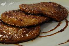 4 fettine di lonza di maiale o di vitello (250 g circa) farina 2 cucchiai d'olio extravergine di oliva 2 spicchi d'aglio sale 2 cucchiai di aceto balsamico
