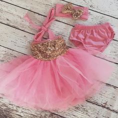 The Giadress is perfect for first birthday pink and gold themes. Comes with a matching bloomers and headband! Beautifulfun bubblegum pinktutu with a gold seq