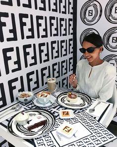Londonski Harrods postao je dom novog pop-up Fendi kafića Cafe Design, Food Design, Luxury Cafe, Mini Cafe, Pop Up Cafe, Store Plan, Teenage Room Decor, Aesthetic Coffee, Candy Store