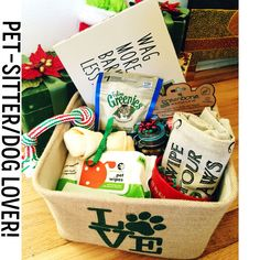 A thank you gift basket I made for our pet-sitter! Dog and kitty treats, picture frame, coffee mug and potty bags. Themed Gift Baskets, Raffle Baskets, Thank You Gift Baskets, Thank You Gifts, Dog Christmas Gifts, Homemade Christmas Gifts, Pet Gifts, Dog Lover Gifts, Boyfriend Gift Basket