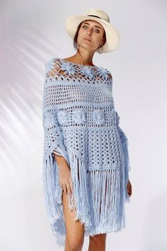 It may still not be too late to crochet a really nice Beanie (with Waffle Stitch pattern) for the beginning of the year! Poncho Cape, Poncho Shawl, Crochet Shawl, Easy Crochet, Knit Crochet, Crochet Skirts, Crochet Clothes, Creative Knitting, Knitted Cape