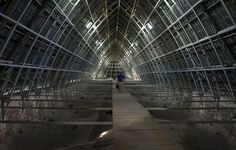 Inside the roof-space, the Charpente de fer, c. 1840 - Chartres Cathedral - By StuartLondon - Own work, CC BY 3.0, https://commons.wikimedia.org/w/index.php?curid=12113157
