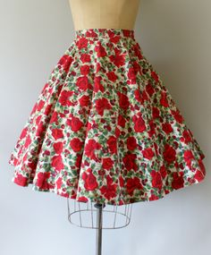Vintage 1950s skirt, beautiful red rose print cotton body, fitted waist, full circle skirt, hidden side metal zipper and hook and eye closure