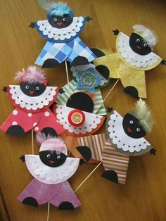 Find all the Halloween art projects, craft and decorating theme inspiration you and your kids of all ages need. Halloween Art Projects, Halloween Decorations, Projects To Try, Diy And Crafts, Crafts For Kids, Arts And Crafts, Paper Crafts, Art Origami, Saint Nicholas