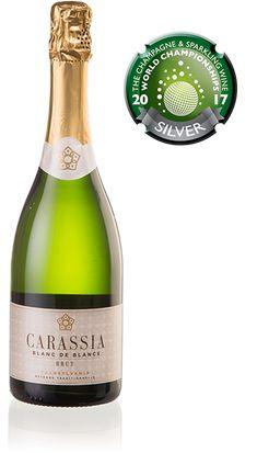 A+CARASSIA+éppúgy+több+szállal+kötődik+a+Pannonhalmi+Főapátsághoz,+mint+a+pezsgőkultúra+a+bencés+szerzetességhez.+Sokan+kétségbe+vonják+ugyan,+hogy+a+hautvillier-i+bencés+apátság+szerzetese,+Dom+Pérignon+találta+volna+fel+a+pezsgőt,+de+a+legenda+makacsul+tartja+magát.+Az+apátság+pincemestere+a+18.…
