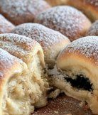 Buchty yeast pastry similar to Czech koláče, the same filling is wrapped in piece of dough and baked. Filling is not visible. Hungarian Desserts, Hungarian Cuisine, Hungarian Recipes, Hungarian Food, Slovak Recipes, Czech Recipes, Sweet Buns, Polish Recipes, Cookie Desserts