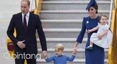 Pangeran William dan Kate Middleton membawa serta dua anaknya dalam perjalanan resmi kerajaan. Tampil anggun, Kate dan Putri Charlote mengenakan gaun berwarna biru, tak ketinggalan, Pangeran George pun muncul dalam balutan busana berwarna biru. Charlotte tampak begitu lucu dengan rambut pirangnya, ia mengenakan gaun berwarna biru lngit dengan sepatu mungil yang membungkus kakinya.   #PangeranWilliam #KateMiddleton #RoyalFamily #Bintang #Indonesia
